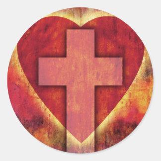 Cruz del corazón pegatina redonda