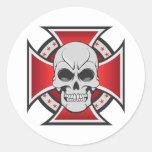 Cruz del cráneo y del hierro: Dibujo del vector: Pegatinas Redondas