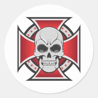 Cruz del cráneo y del hierro: Dibujo del vector: Pegatina Redonda