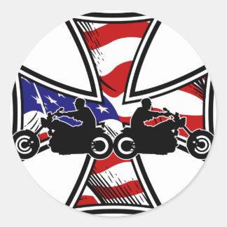 Cruz del hierro con la bandera americana y los pegatina redonda