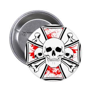 Cruz del hierro con los cráneos y los huesos de la pin redondo de 2 pulgadas
