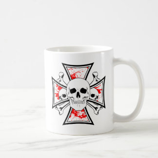 Cruz del hierro con los cráneos y los huesos de la taza clásica