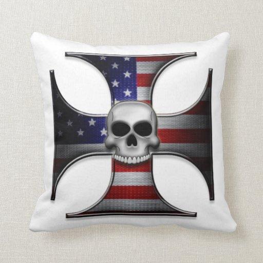 Cruz del hierro de la bandera americana con el cojín