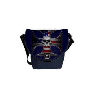 Cruz del hierro de la bandera americana con el crá bolsas de mensajeria
