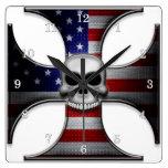 Cruz del hierro de la bandera americana con el crá relojes