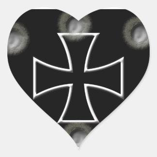 Cruz del hierro pegatina en forma de corazón