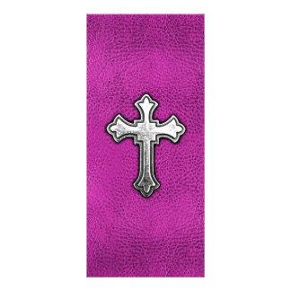 Cruz del metal en el cuero rosado tarjeta publicitaria a todo color