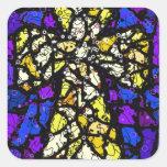 Cruz del oro del vitral pegatina cuadrada