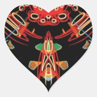 Cruz del vitral en negro, rojo y oro pegatina en forma de corazón