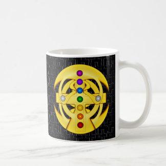 Cruz diseñada copta de la buena suerte taza
