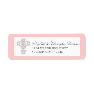 Cruz elegante en etiqueta de dirección rosada
