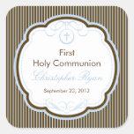 Cruz en el primer muchacho de la comunión santa calcomanías cuadradass personalizadas
