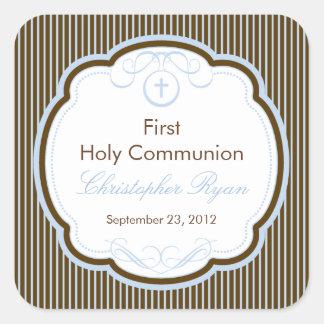 Cruz en el primer muchacho de la comunión santa pegatina cuadrada