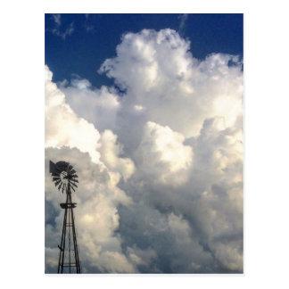 Cruz en la postal de las nubes