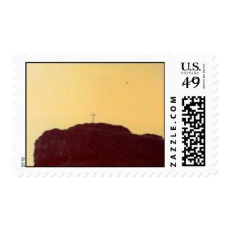 Cruz en una colina sellos