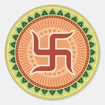 Cruz gamada con el estilo indio tradicional pegatinas redondas
