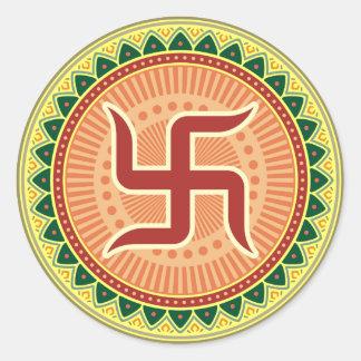 Cruz gamada con el estilo indio tradicional pegatina redonda