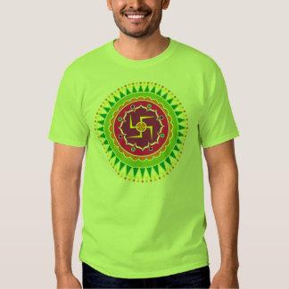Cruz gamada con el estilo indio tradicional remera