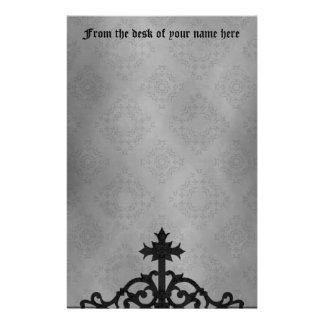 Cruz gótica de la puerta del cementerio papeleria