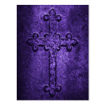 Cruz gótica de piedra tallada en púrpura postal