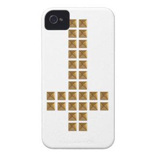 Cruz invertida tachonada oro iPhone 4 Case-Mate protector