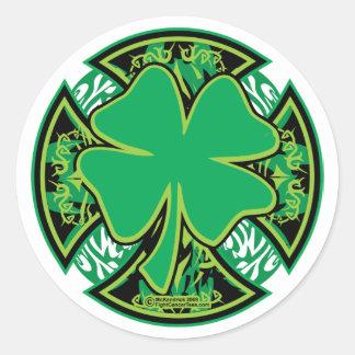 Cruz irlandesa del trébol pegatina redonda