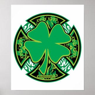 Cruz irlandesa del trébol póster