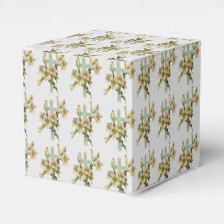 Cruz latina con las flores caja de regalos