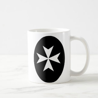 Cruz maltesa blanca taza clásica