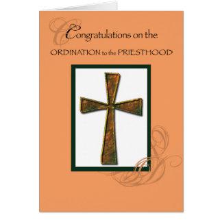Cruz metálica de la enhorabuena de la ordenación tarjeta de felicitación