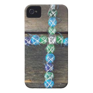 Cruz moldeada en la madera iPhone 4 funda