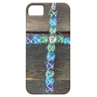 Cruz moldeada en la madera iPhone 5 cárcasa