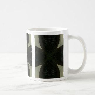 Cruz negra maciza en verde claro taza