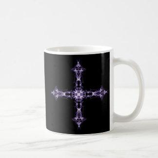 Cruz púrpura gótica del fractal taza clásica