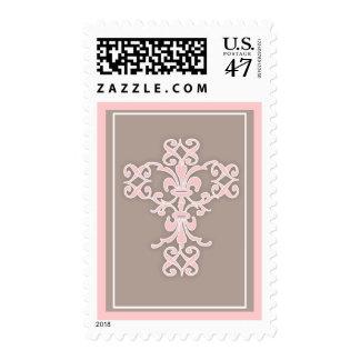 Cruz religiosa santa simple en rosa sello postal