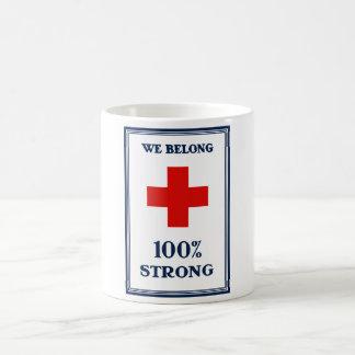 Cruz Roja -- Pertenecemos el 100% fuerte Taza Clásica