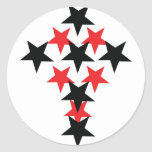 cruz rojo-negra de la estrella etiquetas redondas