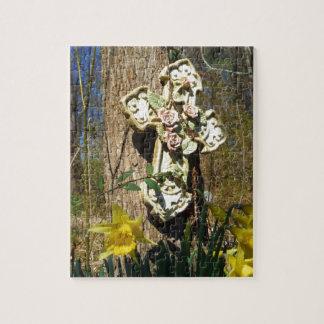Cruz rosada de la cubierta del rosa con el narciso puzzles con fotos