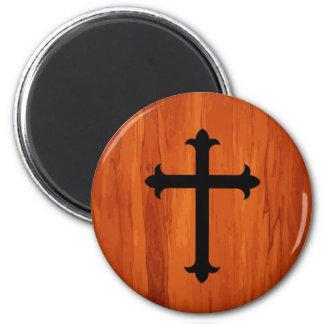 Cruz santa cristiana negra en imán de madera