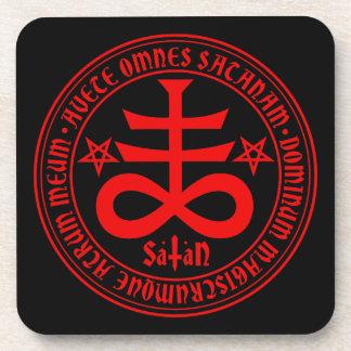 Cruz satánica con el texto y los Pentagrams de Posavasos De Bebida