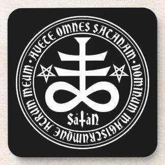 Cruz satánica con el texto y los Pentagrams de Posavasos De Bebidas