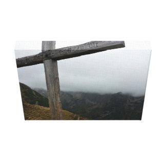 Cruz temática, alta, de madera cruzada grabada con lona estirada galerias