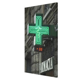 Cruz verde de neón fuera de Farmacia (farmacia o Impresión En Lienzo Estirada