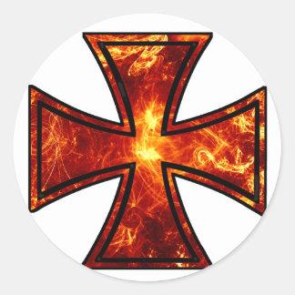 Cruz volcánica del hierro etiqueta redonda