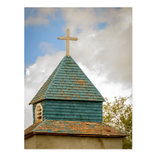 Cruz y aguja en una iglesia vieja postales