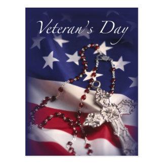 Cruz y bandera del día de veterano postal