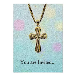 Cruz y cadena adornadas del oro comunicados personalizados