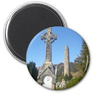 Cruz y torre redonda Glendalough del St Kevin Iman Para Frigorífico