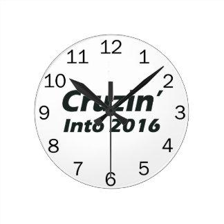 Cruzin en 2016 - blanco y negro reloj redondo mediano