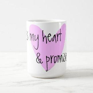 cruzo mi corazón y prometo también la taza